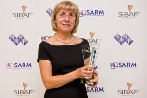 Alica Krsakova receiving her award.